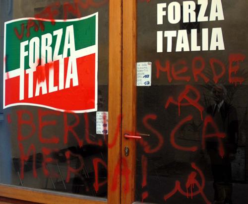 Atti vandalici alla sede di Forza Italia
